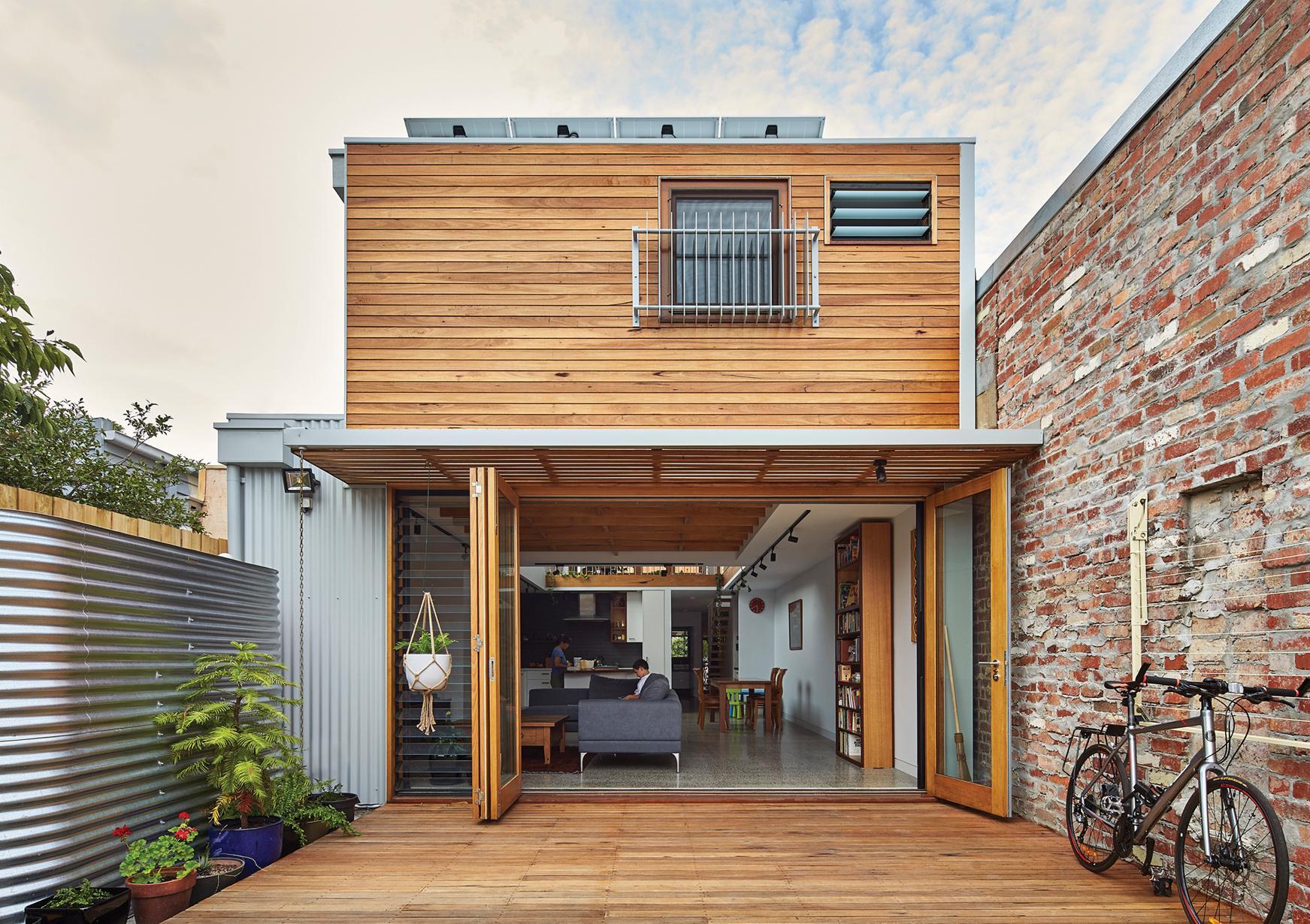 Деревянная терраса загородного дома