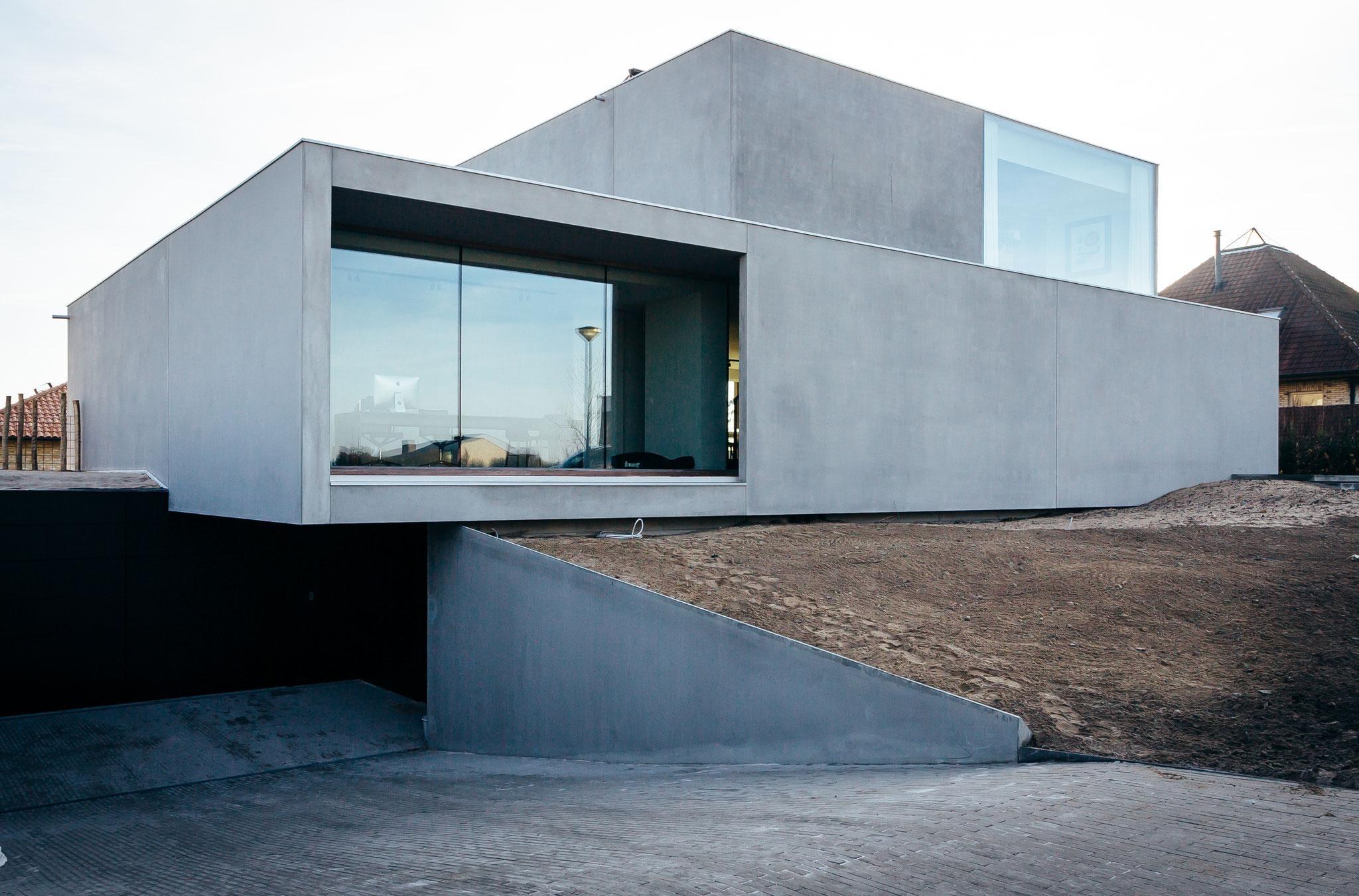 Бетонный дом в стиле хай тек