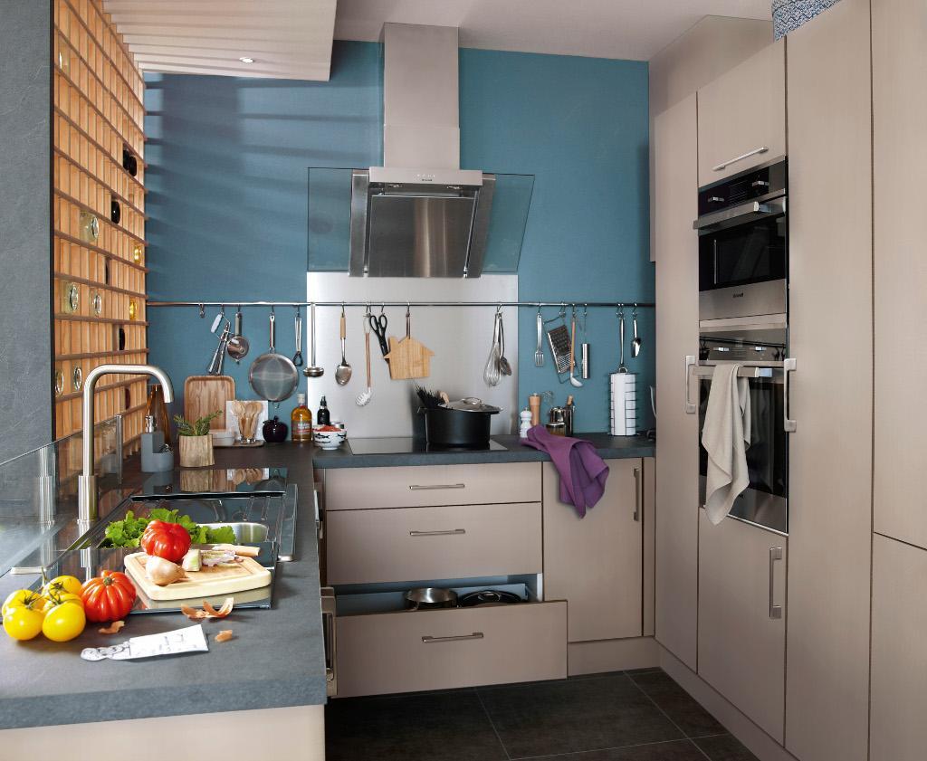 Бежевая кухня 7 кв м