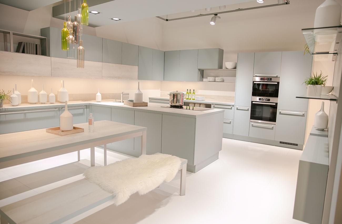 Дизайн кухни светлый 2017