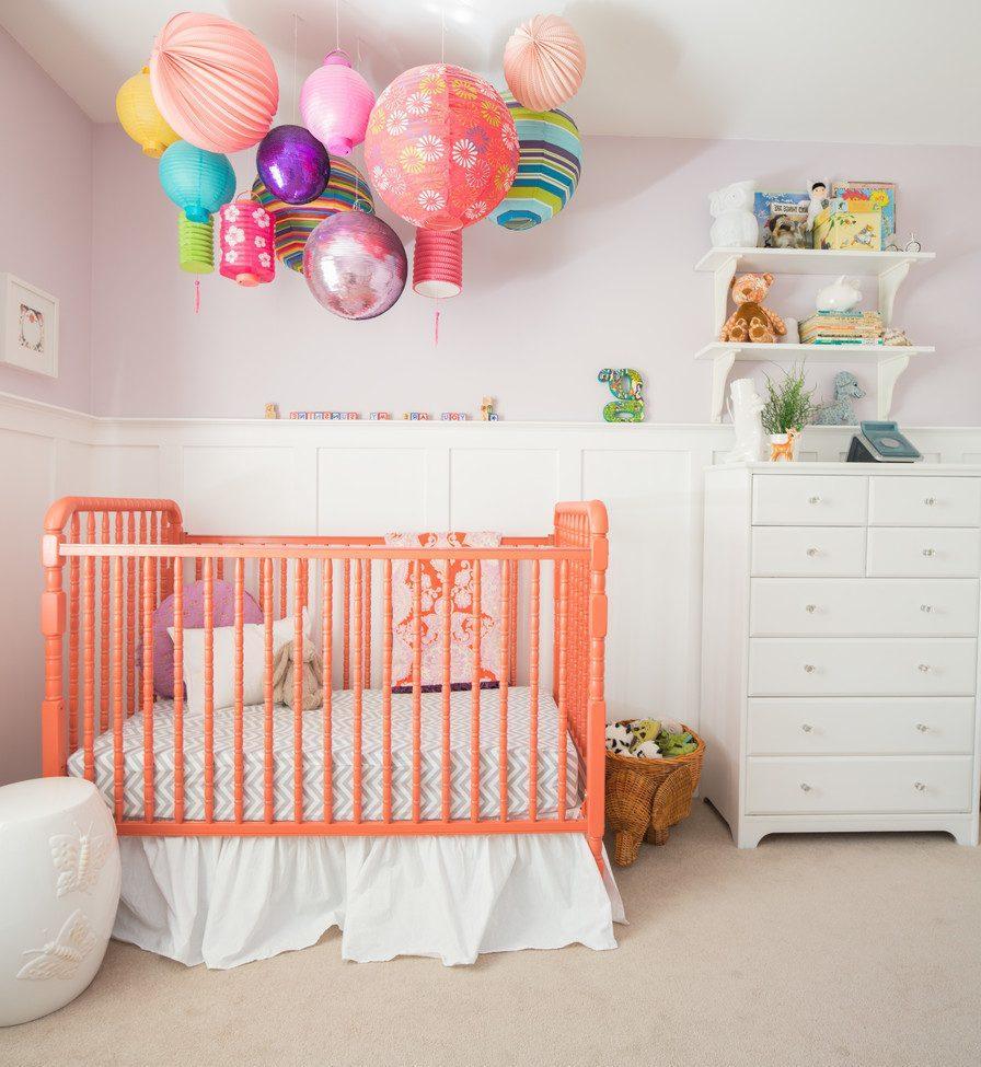Декор детской кроватки фонариками