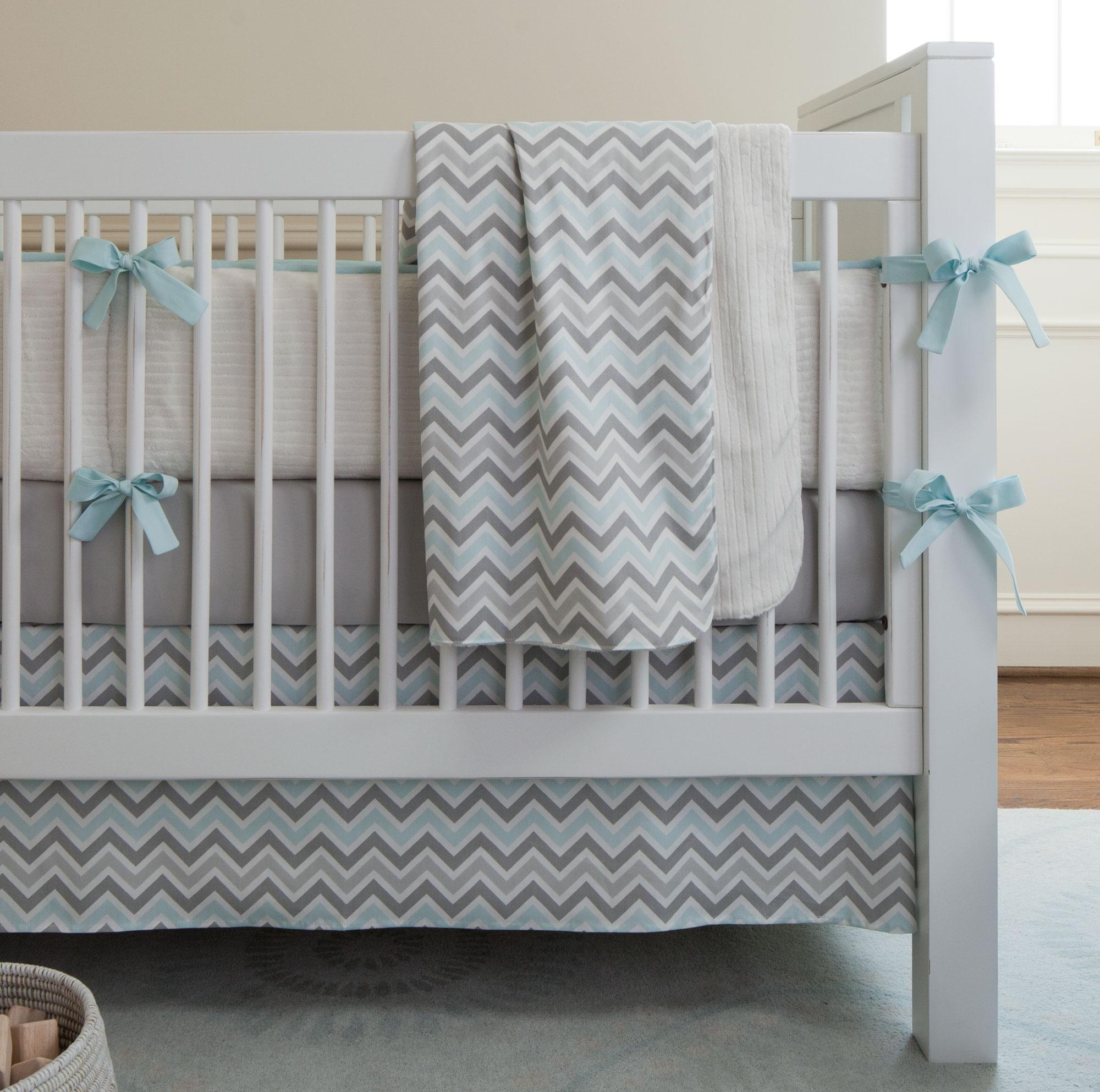 Декор детской кроватки серый