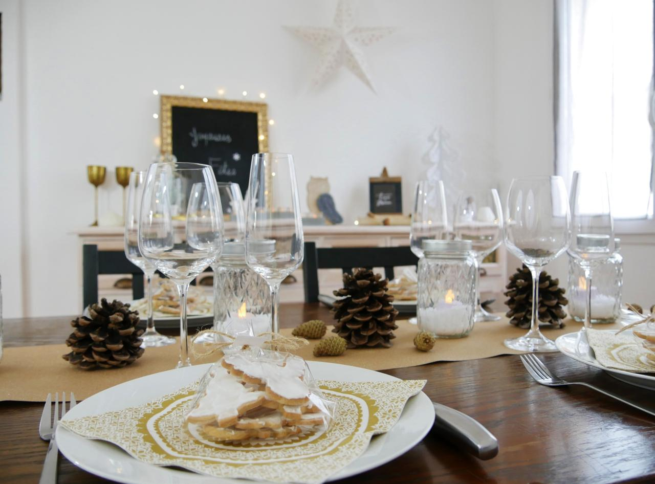 Украшение новогоднего стола 2020 салфетками