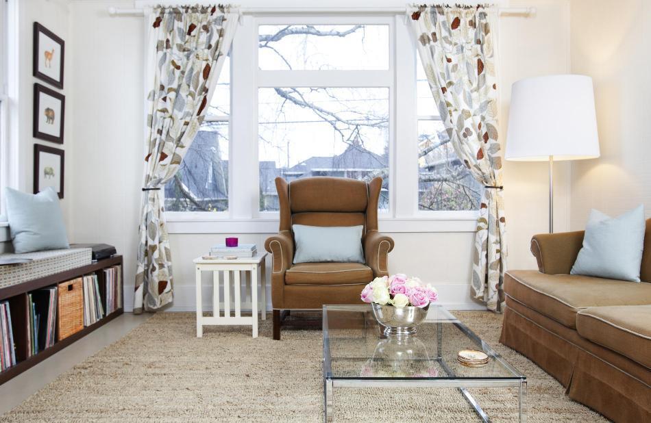 Плотные шторы для большого окна в гостиной