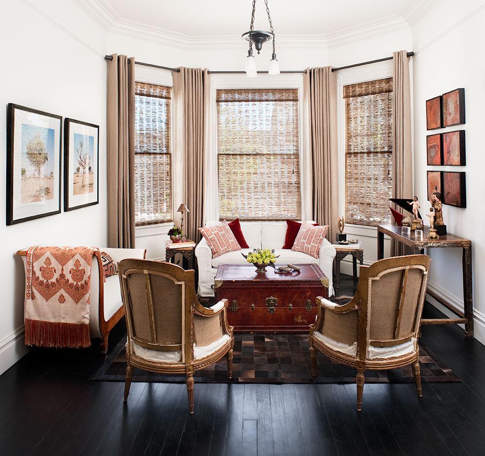 Комбинирование штор для оформления окон в гостиной