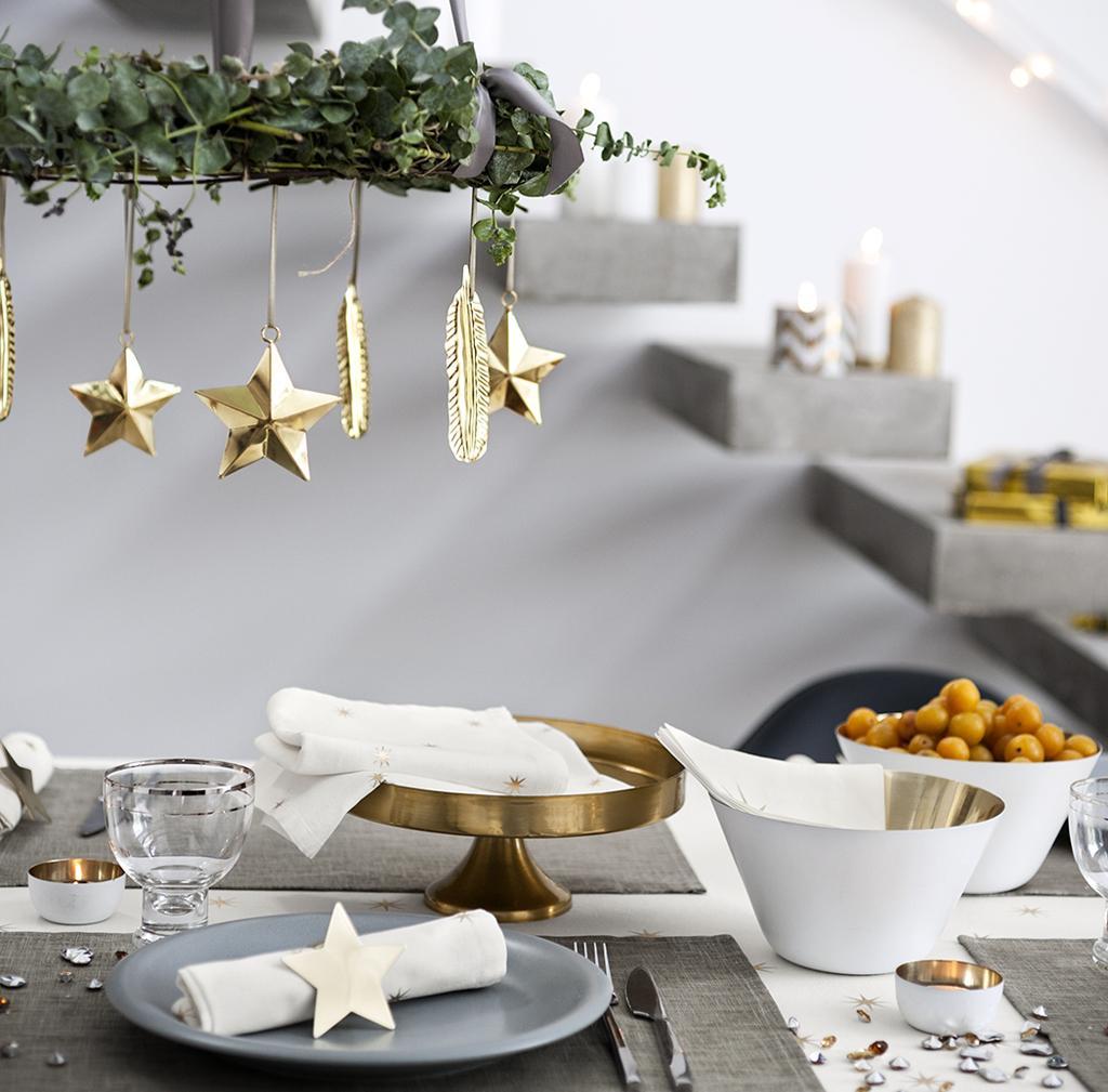 Украшение новогоднего стола 2020 в стиле модерн