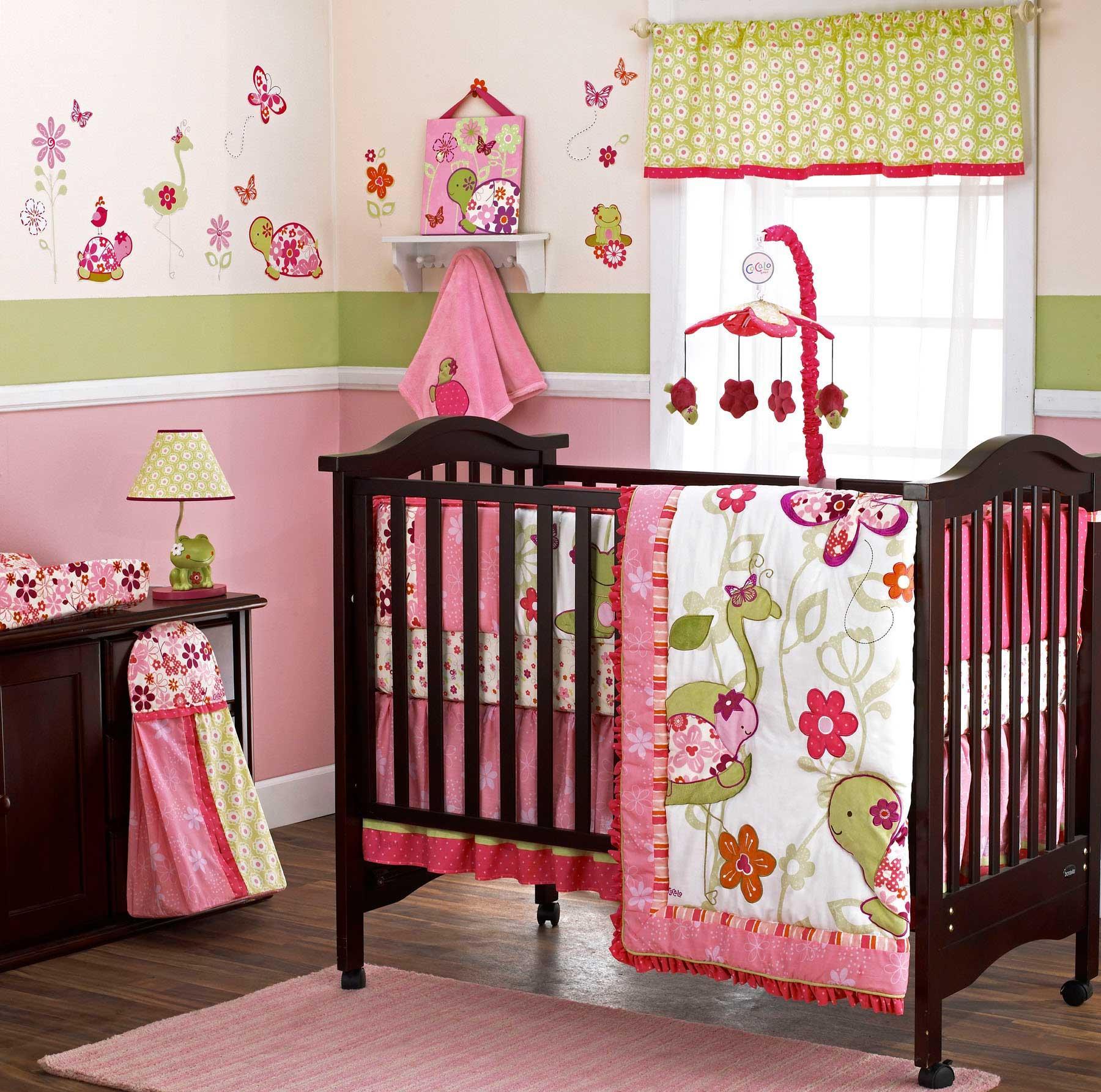 Декор детской кроватки для девочки