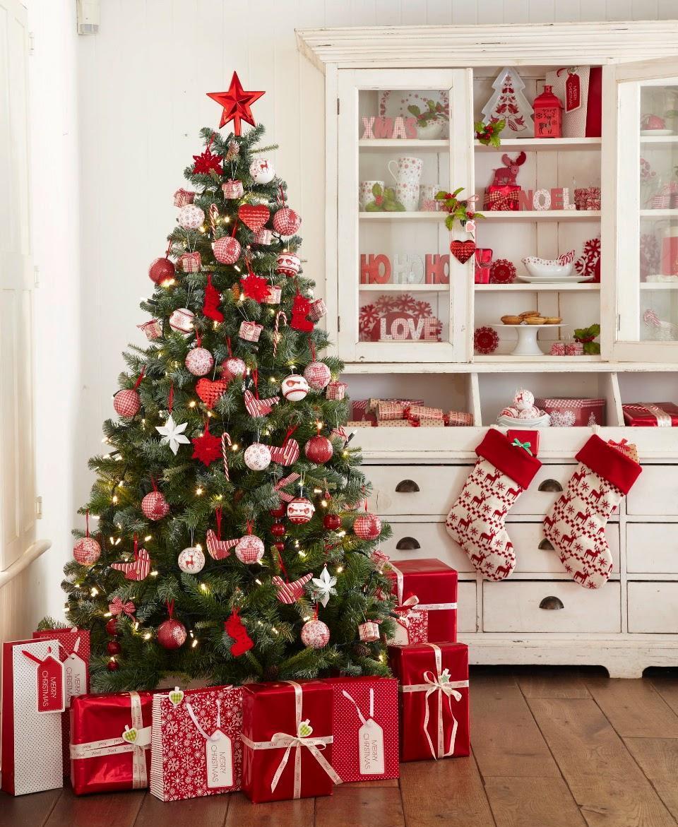 Красно-белый дизайн елки на Новый год