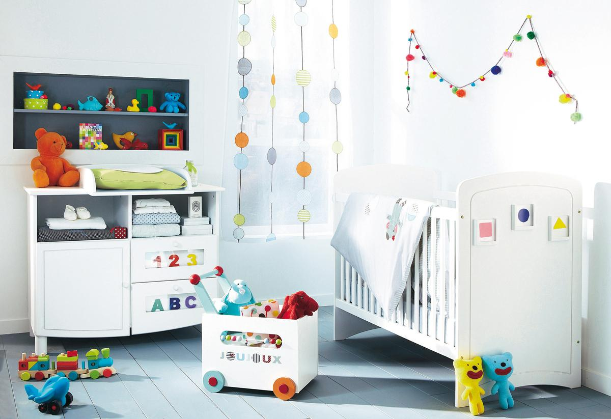 Декор детской кроватки картинками
