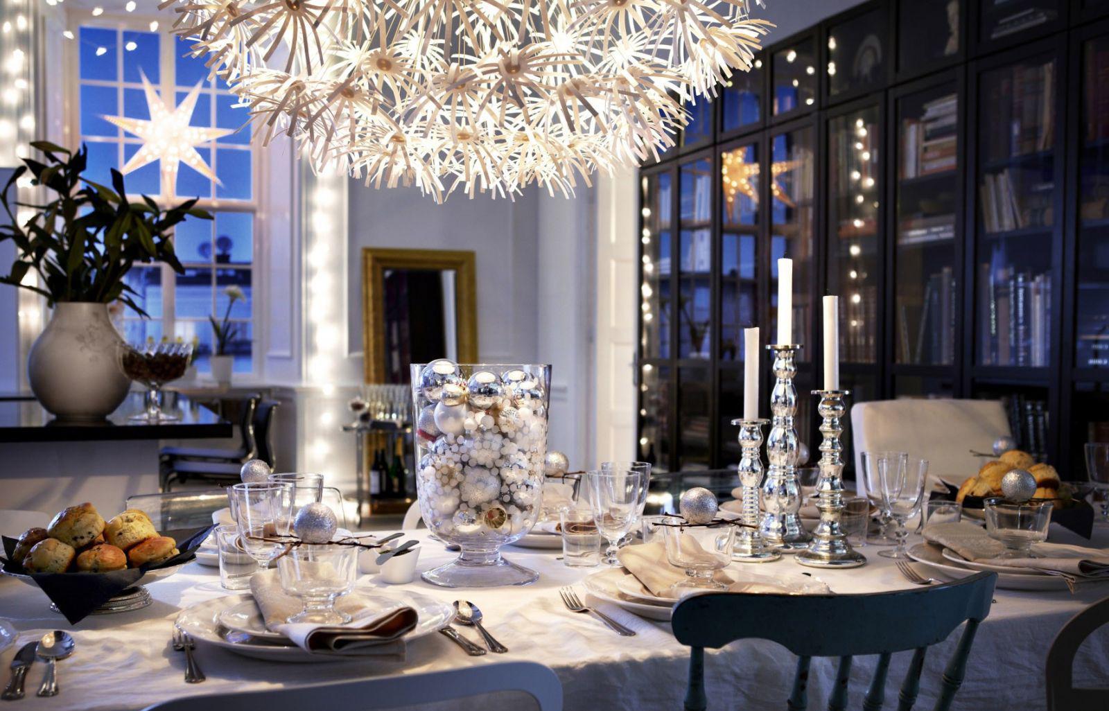 Серебристый декор для стола на Новый год