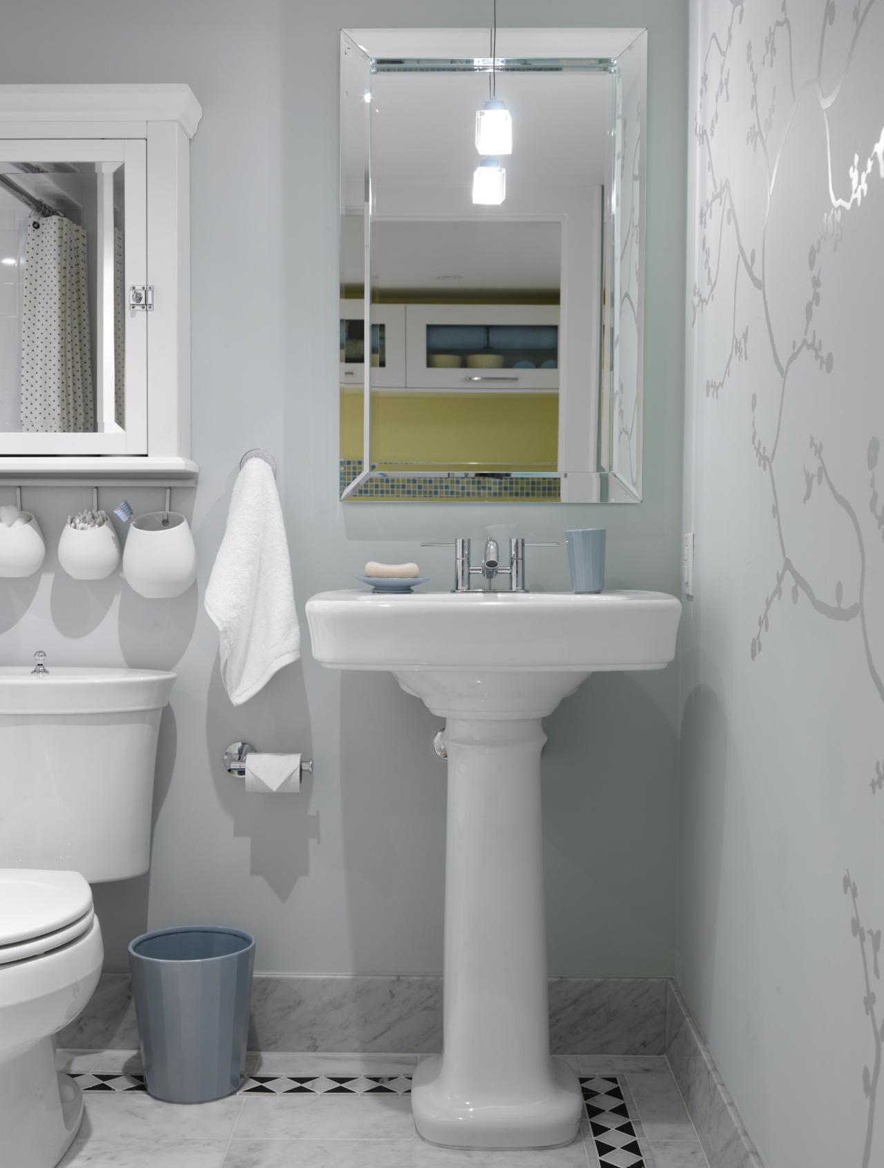 Ванная 9 кв. м с обоями