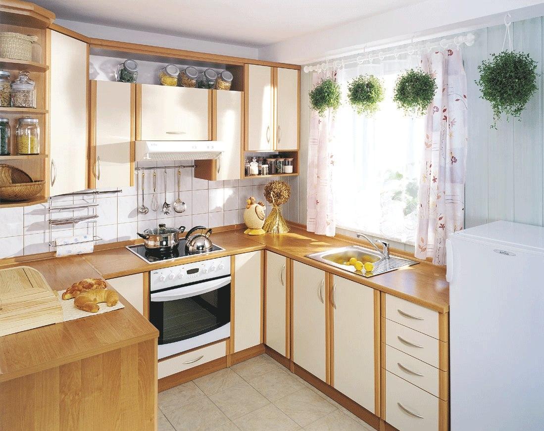 Бежево-коричневая маленькая кухня