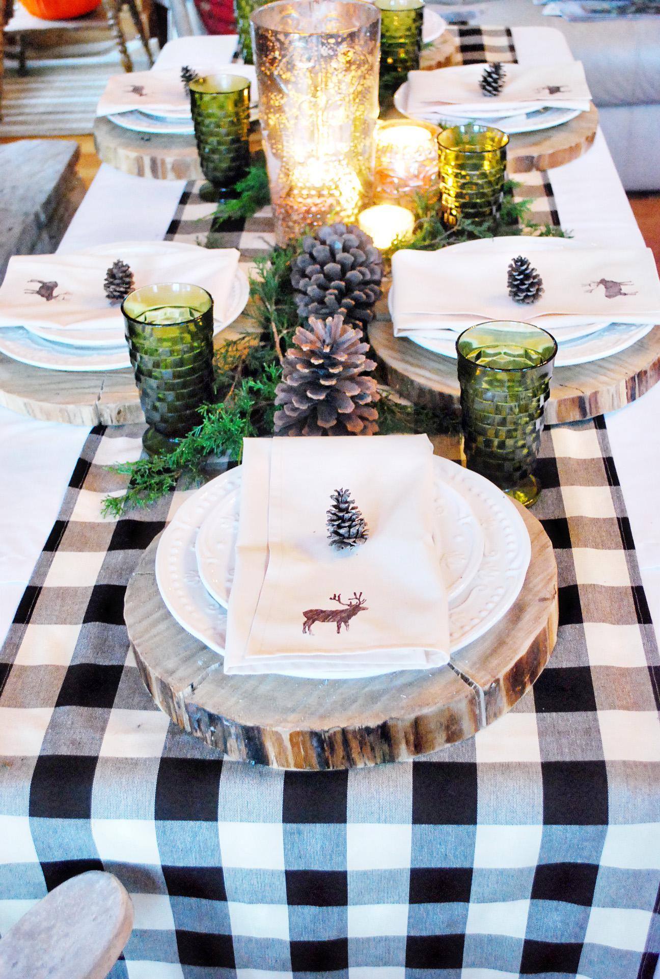 Украшение новогоднего стола 2020 спилами дерева