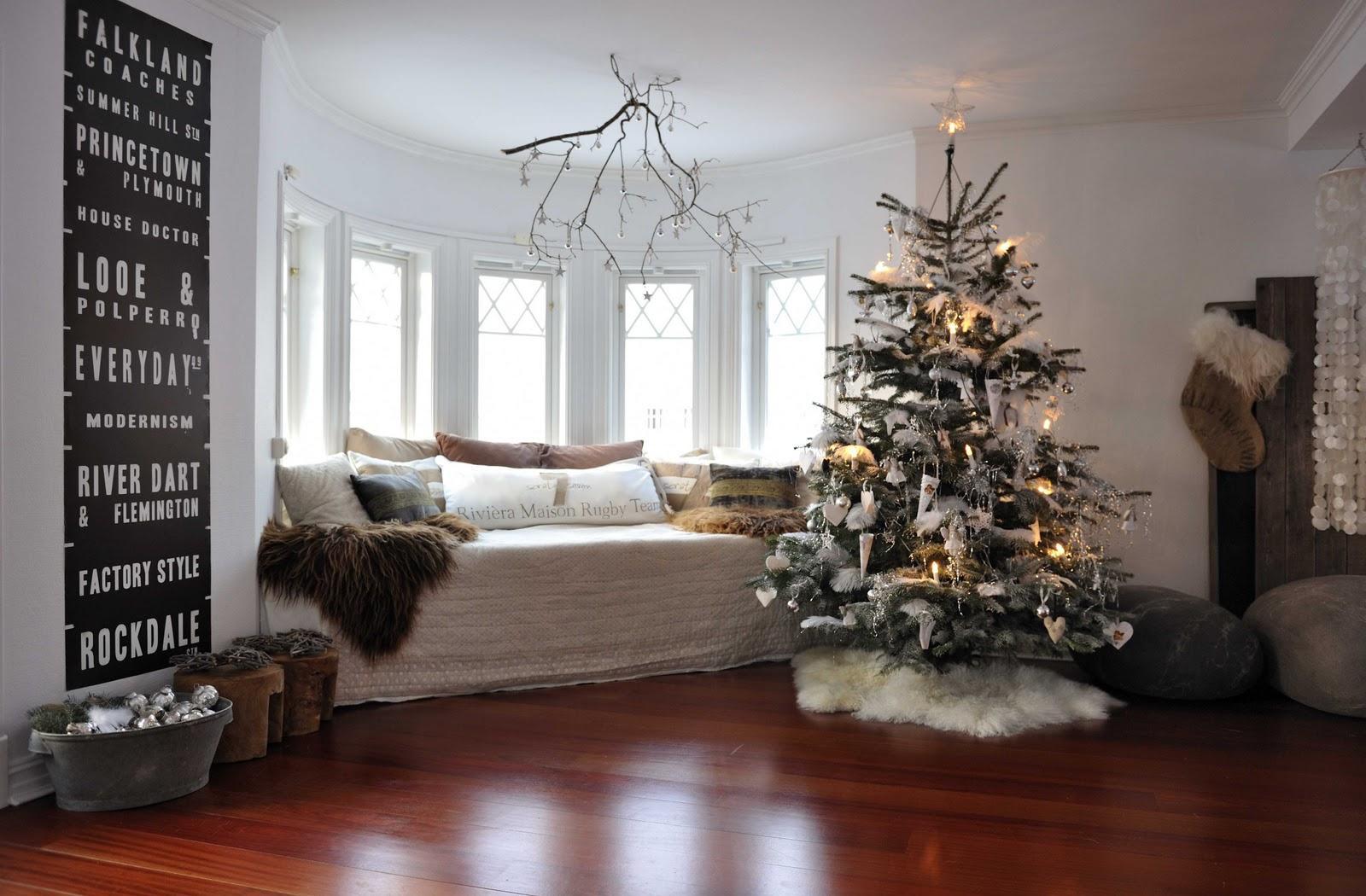 Белые игрушки для украшения новогодней елки
