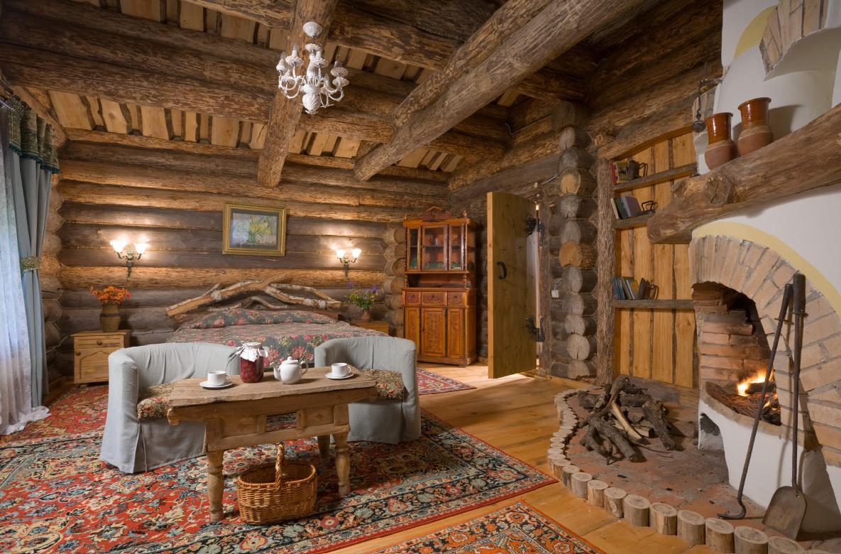Просторная спальня на даче в стиле рустик