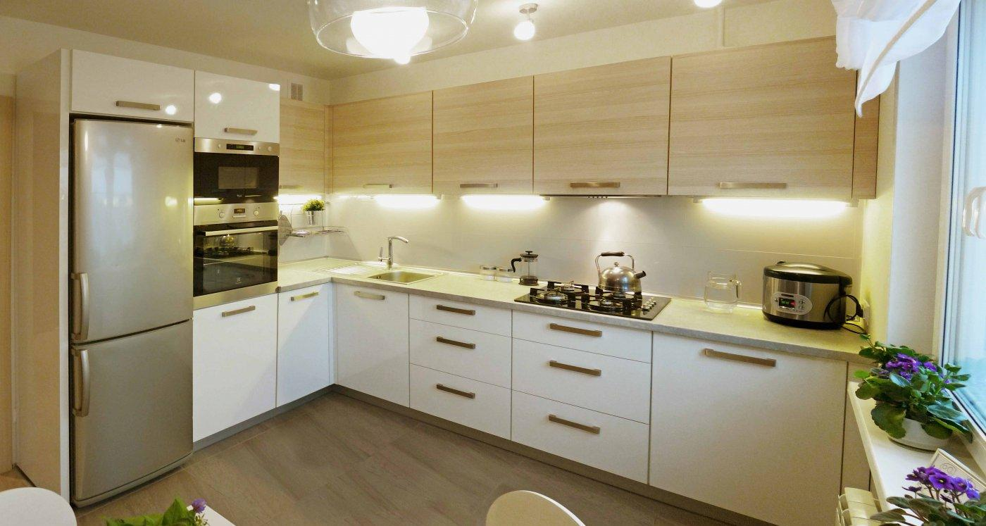 Бело-бежевый кухонный гарнитур