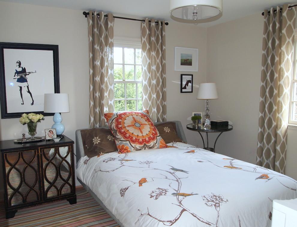 Кремово-белые шторы в спальне
