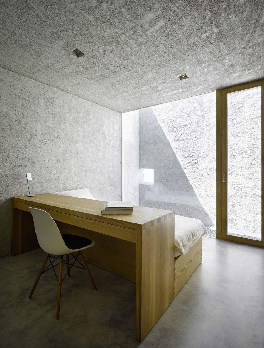 Спальня с рабочим кабинетом в стиле лофт