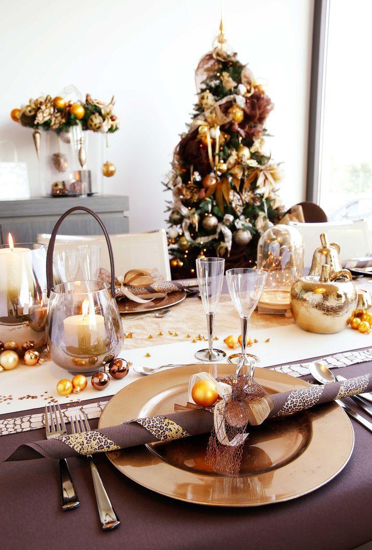 Украшение новогоднего стола 2020 в коричневом цвете