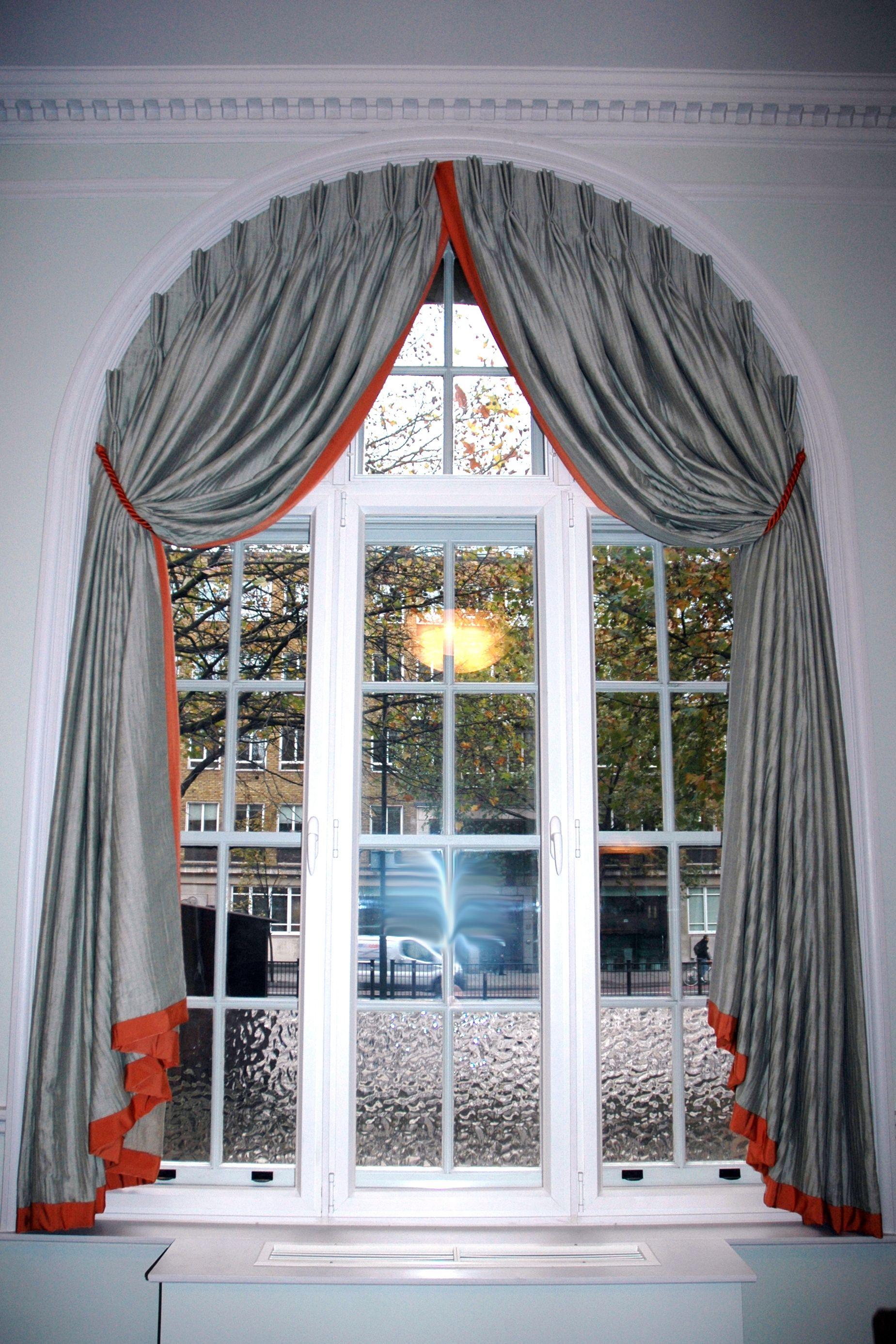 Оформление окон арочных шторами