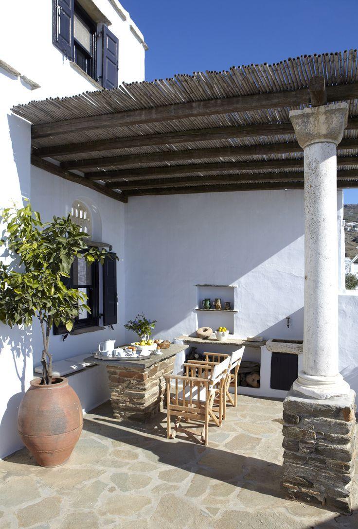 Белая терраса загородного дома