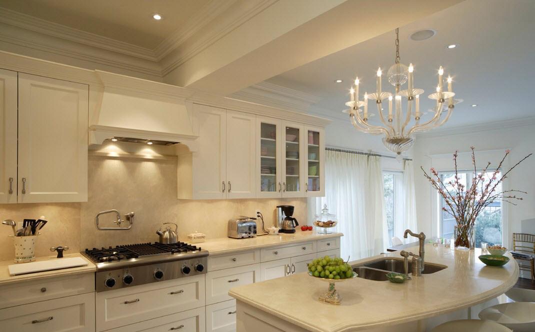 Хорошее освещение рабочих поверхностей на кухне