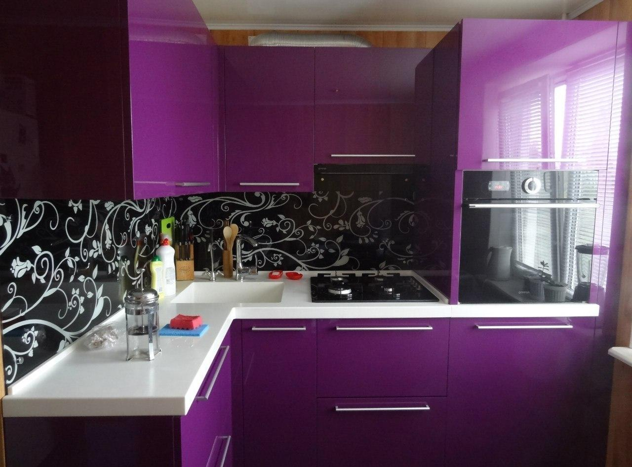 Маленький фиолетовый кухонный гарнитур