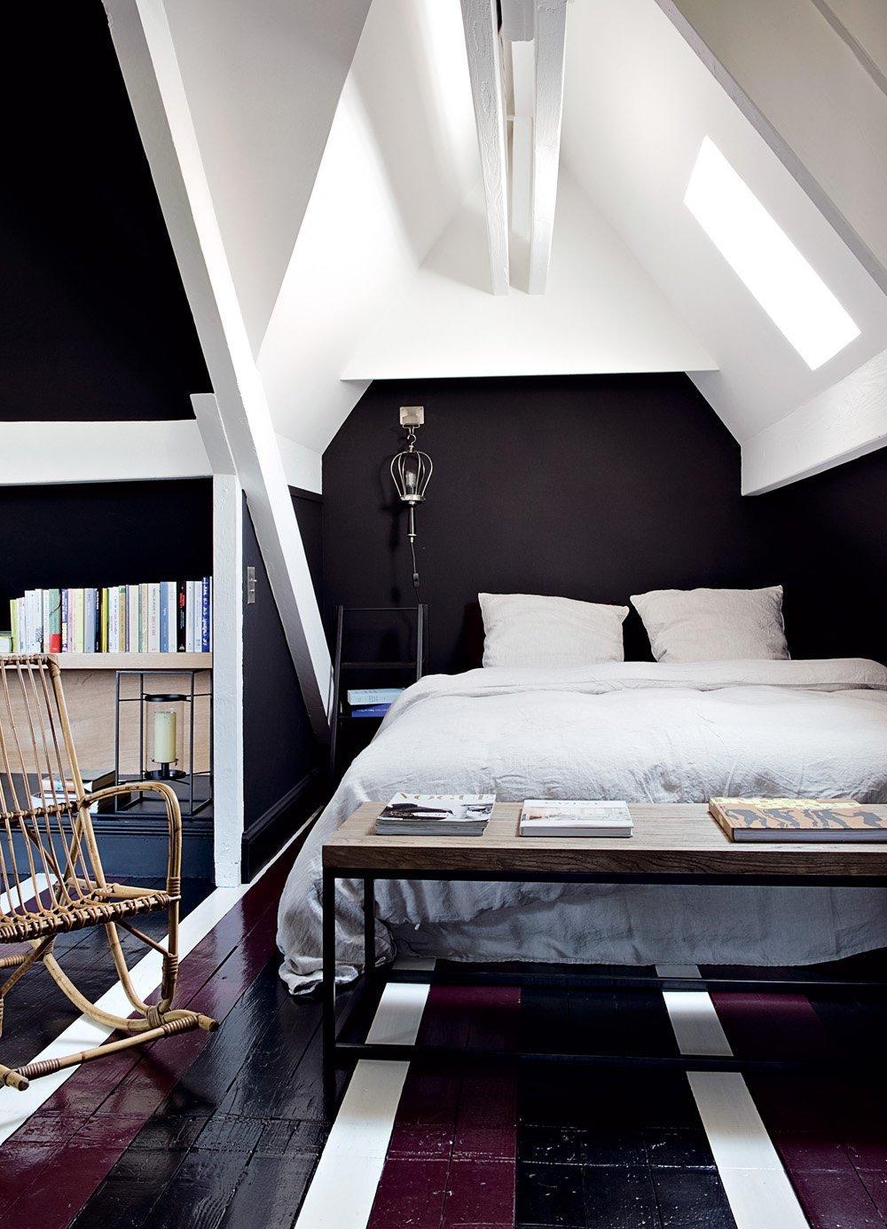 Спальня с рабочим кабинетом серого цвета
