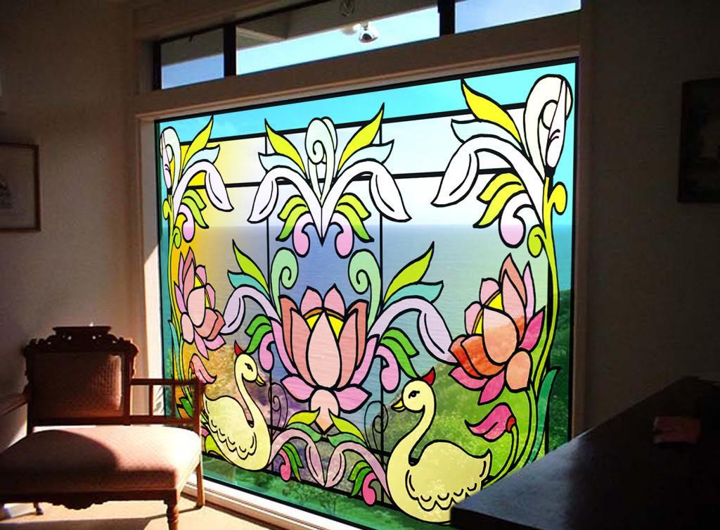 Окно, украшенное витражом