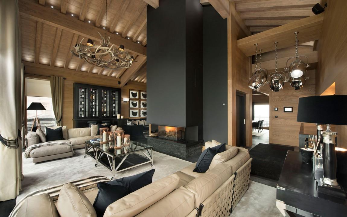 Дом в стиле шале в черном цвете