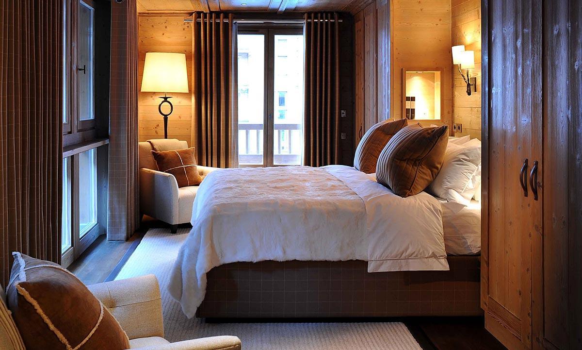 Маленькая уютная спальня шале