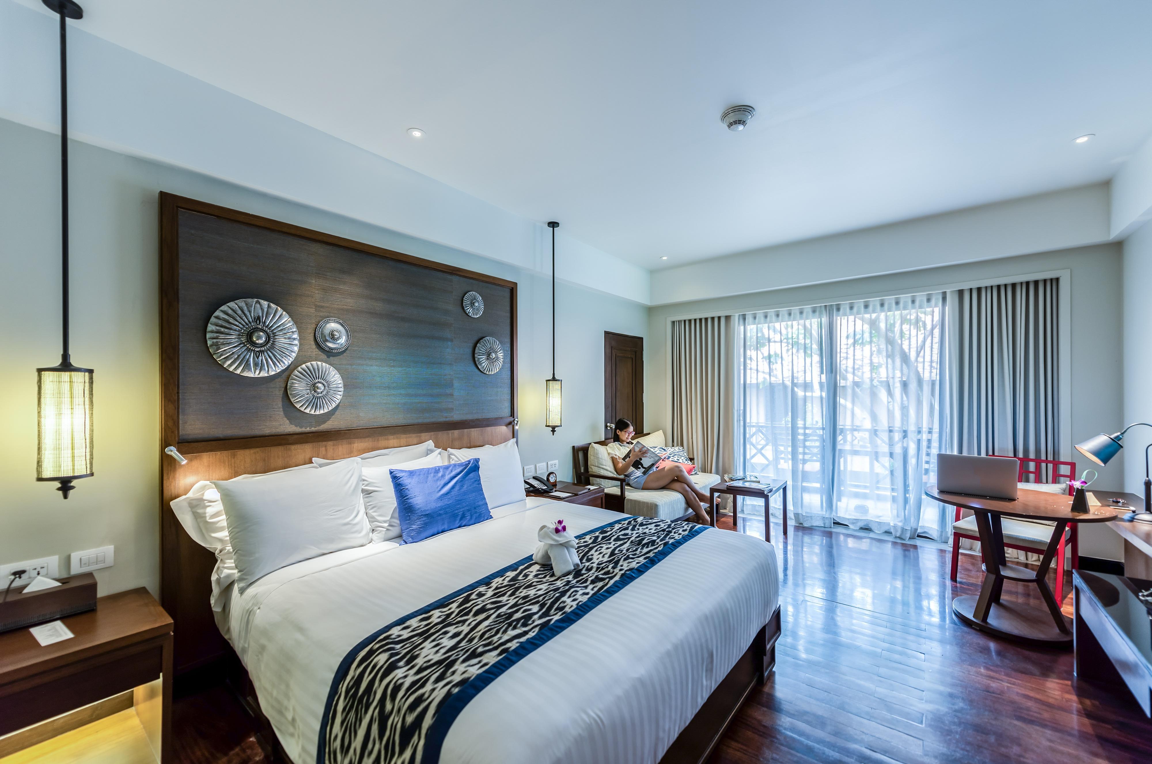 Спальня с рабочим кабинетом в стиле этно