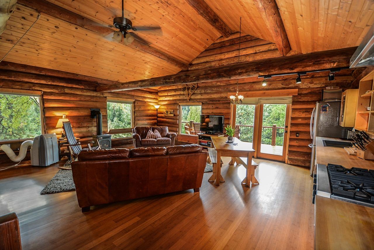 Дом в стиле шале из дерева