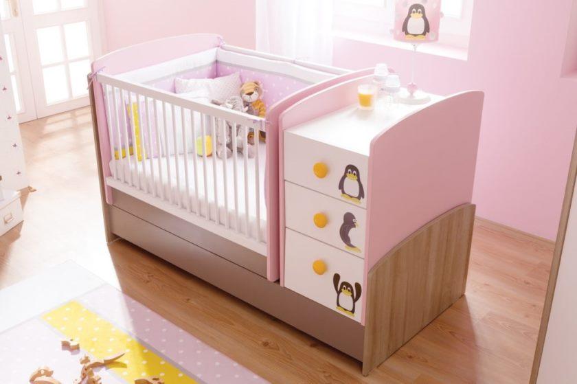 Розовая кроватка для девочки