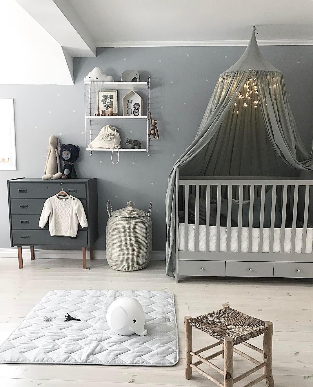 Декор детской кроватки гирляндой