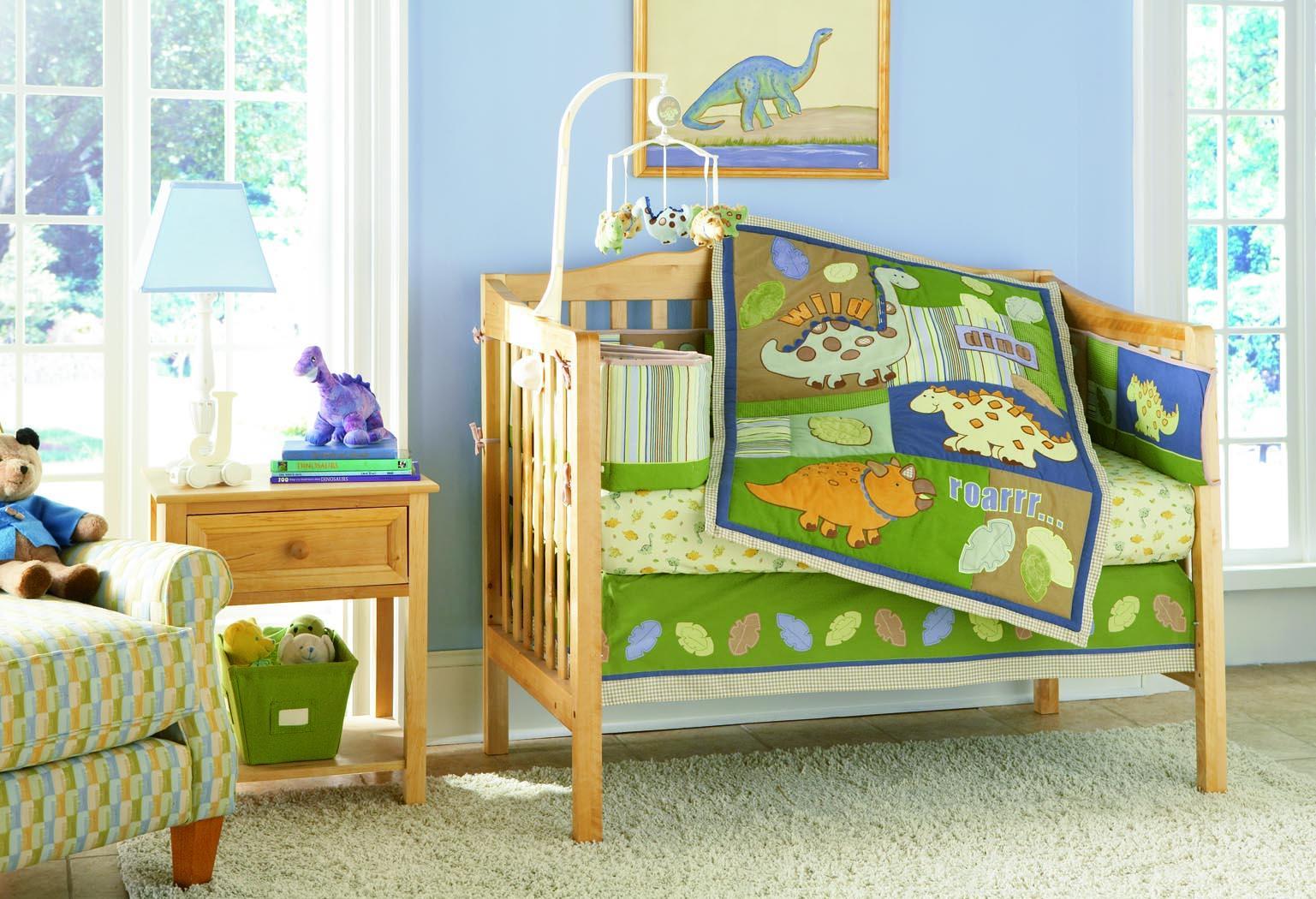 Декор детской кроватки из дерева