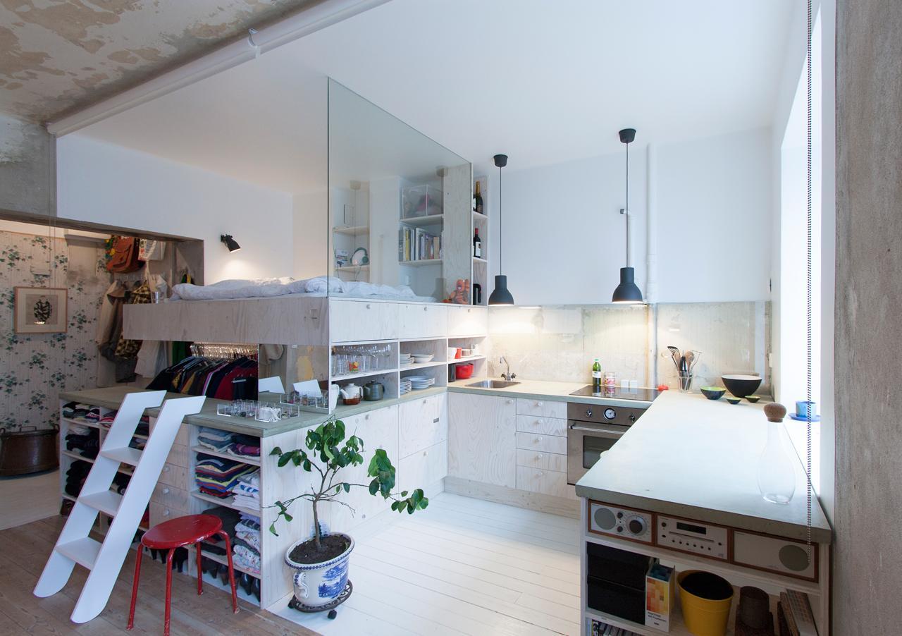 Необычная кухня-гардеробная-спальня