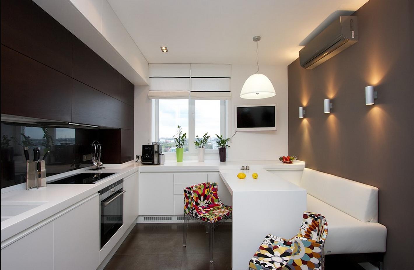 Кухня в черно-белых тонах с яркими акцентами
