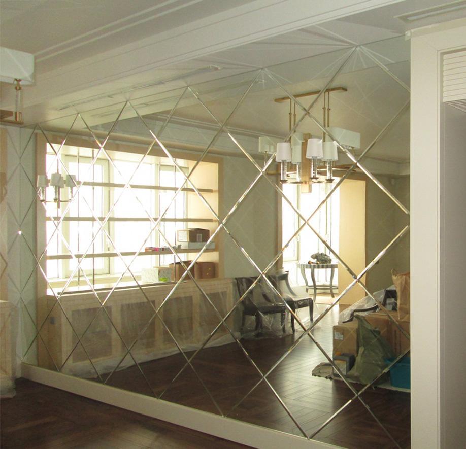 Зеркальная стена в комнате
