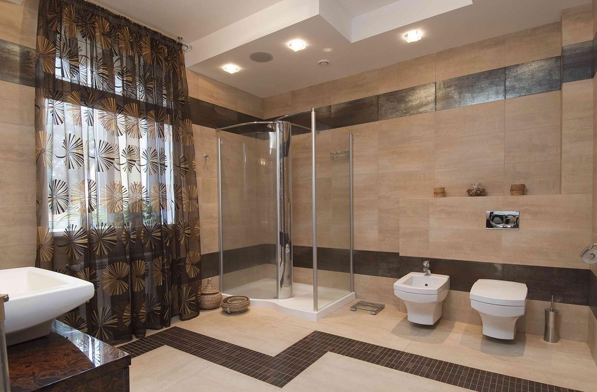 Бежево-коричневая ванная комната