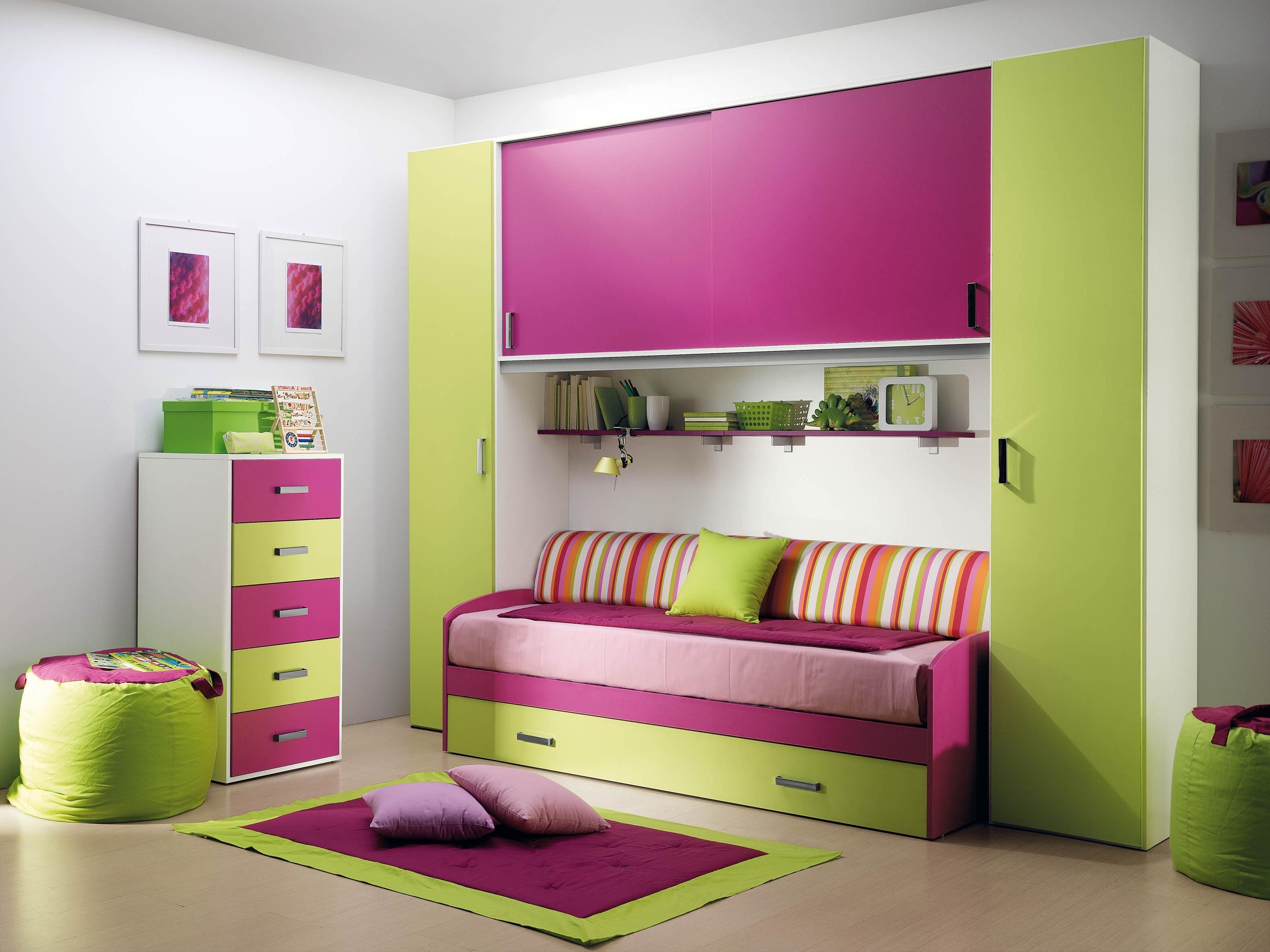 Диван для подростка с мебелью