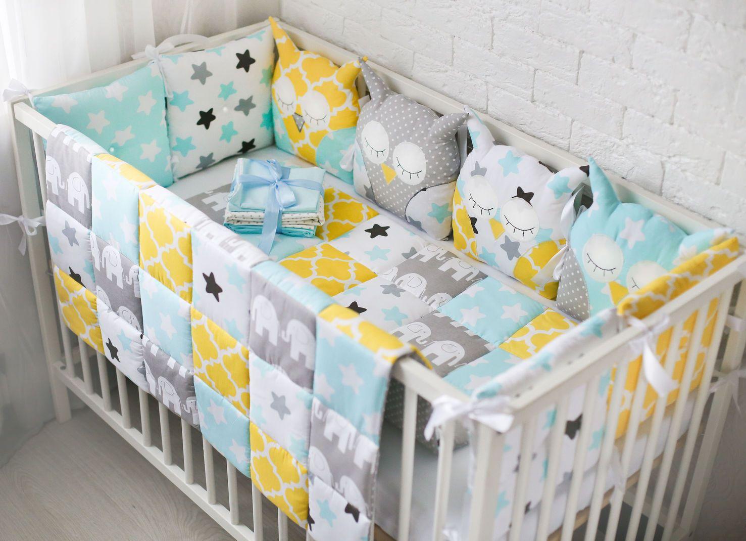 Детская кроватка в пастельных тонах