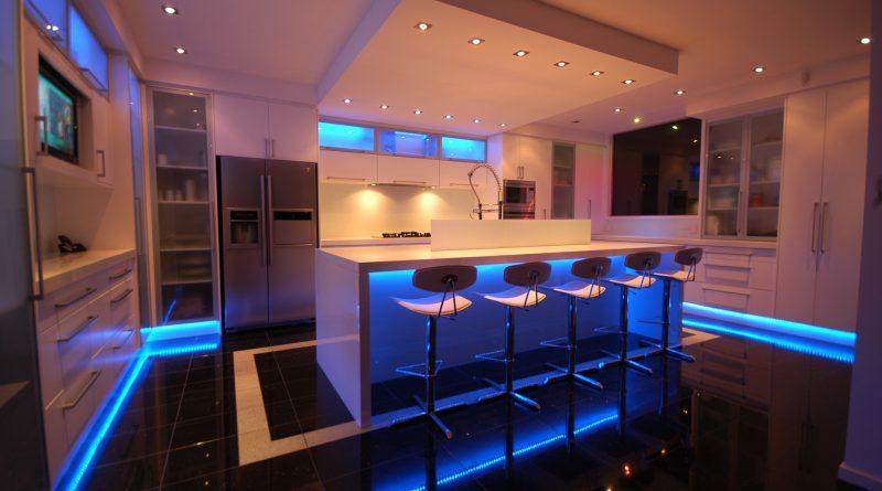 Освещение барной стойки на кухне