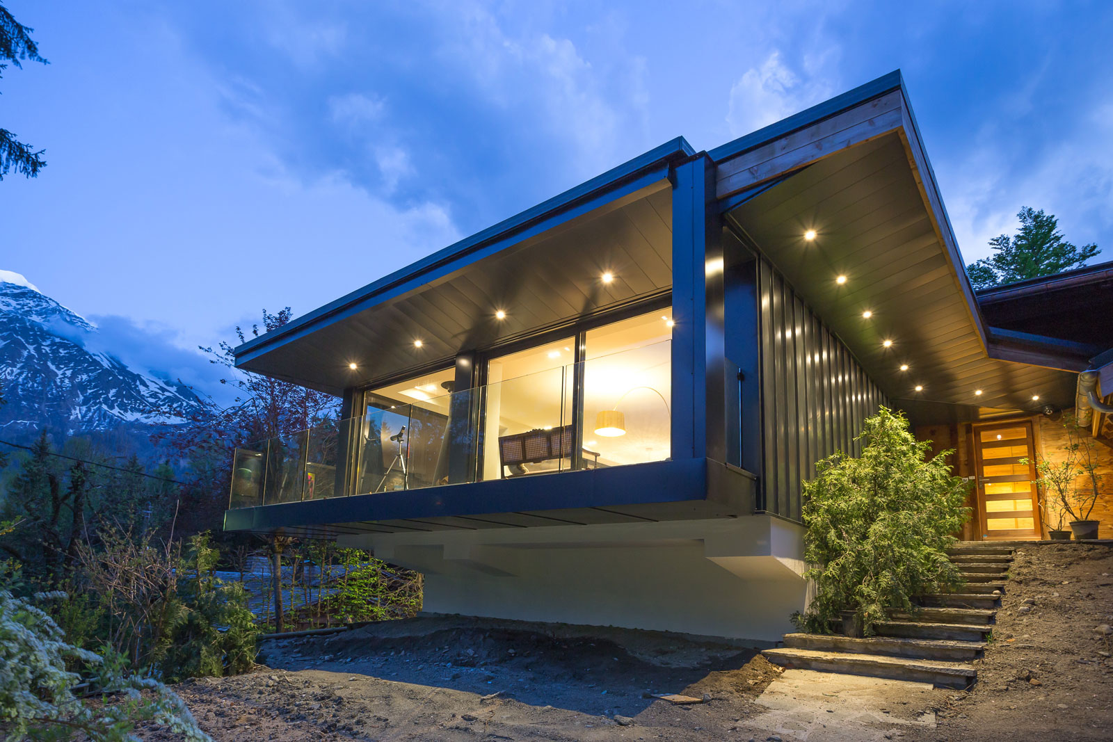 Дом в стиле шале освещение