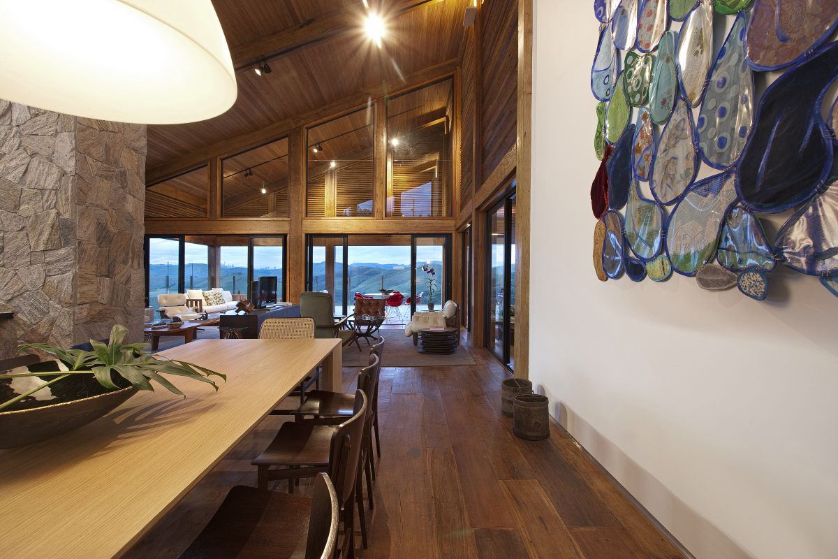 Дом в стиле шале с панорамными окнами