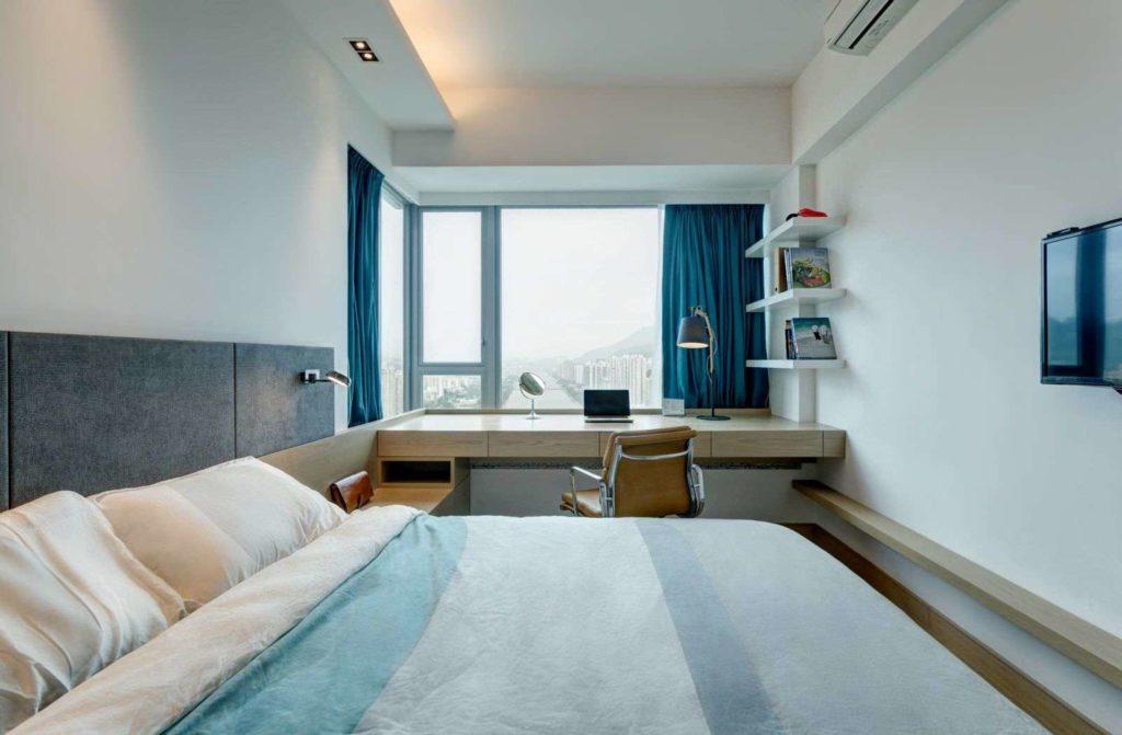 Стол подоконник в спальне