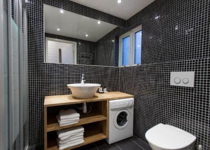 Ванная 9 кв м с темной плиткой