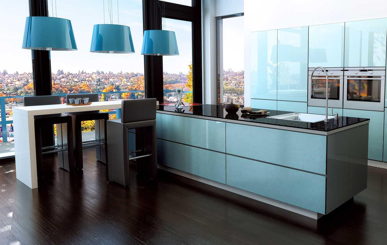 Дизайн кухни с барной стойкой голубой