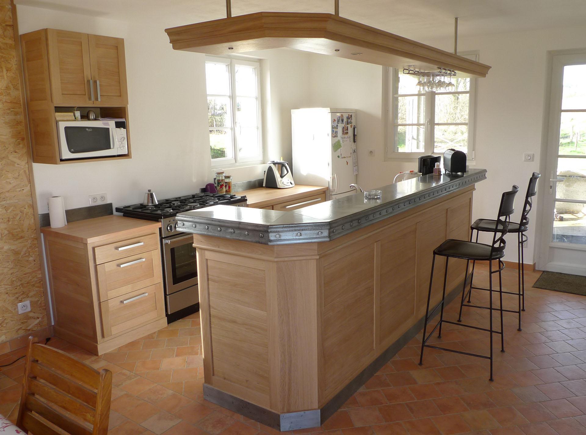 Дизайн кухни с барной стойкой в доме
