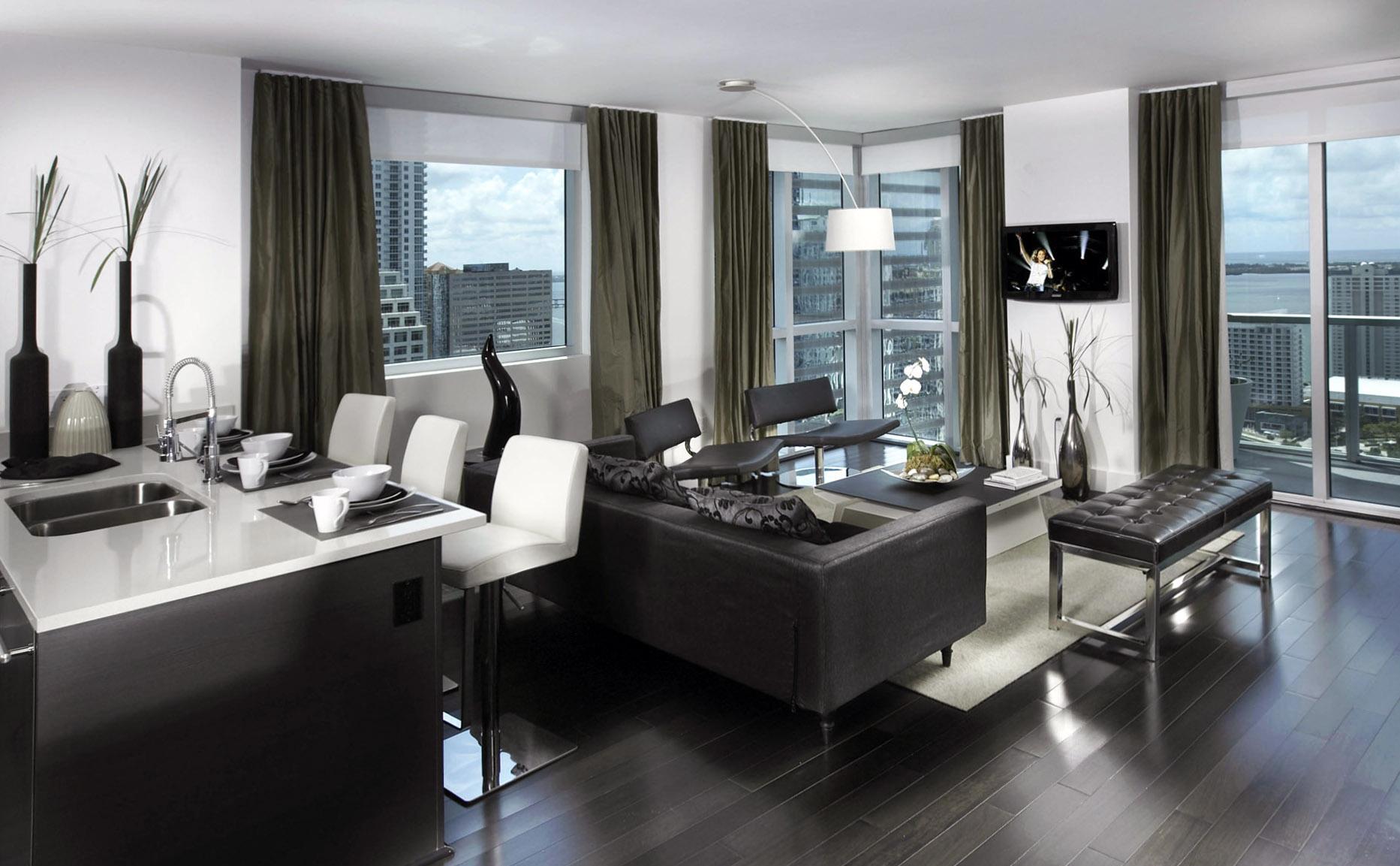 Барная стойка разделяет пространство кухни и гостиной